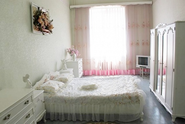 2-комнатная квартира посуточно в Одессе. Приморский район, ул. Ланжероновская, 24а. Фото 1