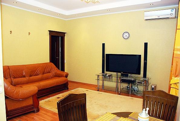 2-комнатная квартира посуточно в Донецке. Ворошиловский район, ул. Щорса, 18. Фото 1