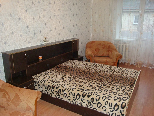 1-комнатная квартира посуточно в Ровно. ул. Пирогова, 9. Фото 1