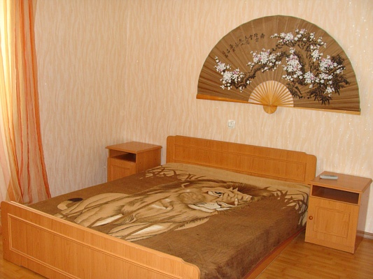 1-комнатная квартира посуточно в Евпатории. ул. Ленина, 52. Фото 1