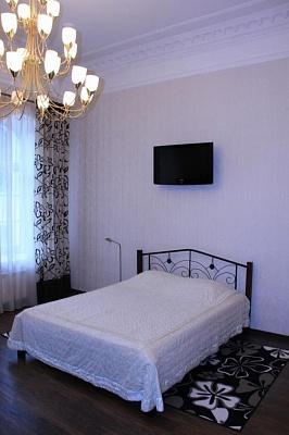1-комнатная квартира посуточно в Ялте. Центр Ялты район, наб. Ленина, 13. Фото 1