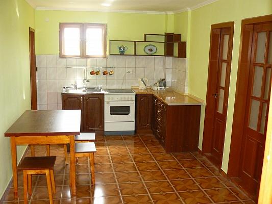 3-комнатная квартира посуточно в Берегово. ул. Чигосуг, 25. Фото 1