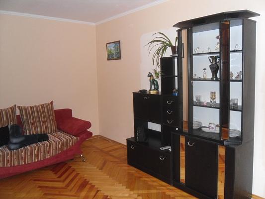 2-комнатная квартира посуточно в Мариуполе. пр-т Ленина, 121. Фото 1