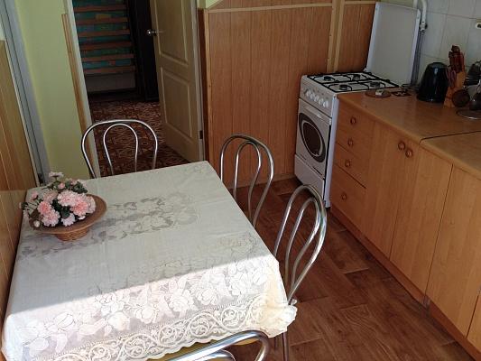 2-комнатная квартира посуточно в Евпатории. ул. Горького, 15-А. Фото 1