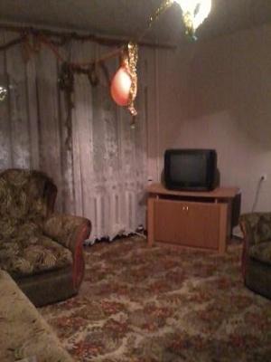 1-комнатная квартира посуточно в Алчевске. пр-т Металлургов, 51. Фото 1