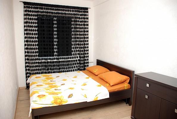 2-комнатная квартира посуточно в Донецке. Ворошиловский район, ул. Розы Люксембург, 15. Фото 1