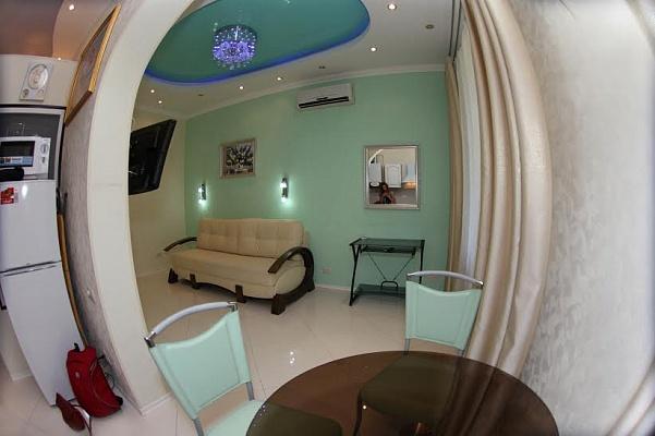 1-комнатная квартира посуточно в Одессе. Приморский район, ул. Дерибасовская, 19. Фото 1
