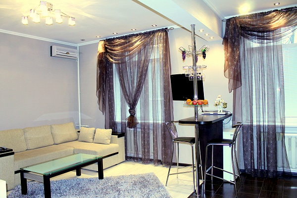 1-комнатная квартира посуточно в Днепропетровске. Октябрьский район, ул. Гоголя, 6. Фото 1