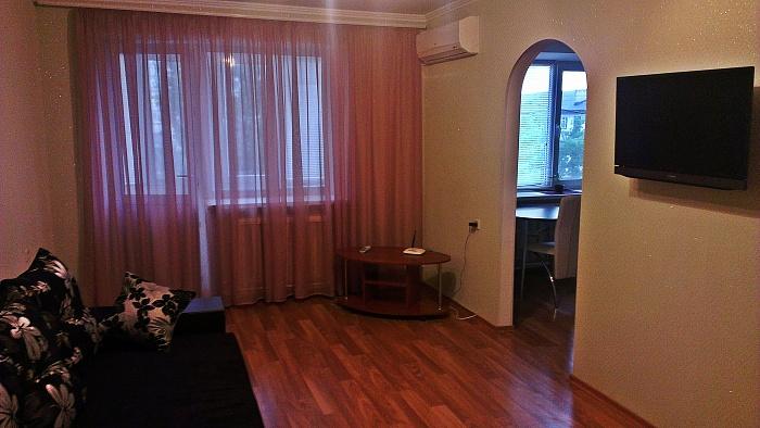 1-комнатная квартира посуточно в Симферополе. Киевский район, ул. Ростовская, 5. Фото 1