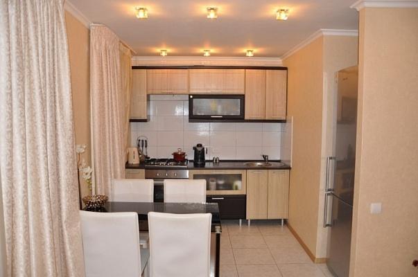 1-комнатная квартира посуточно в Бердянске. ул. Дюмина, 96. Фото 1