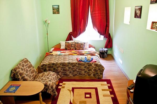 2-комнатная квартира посуточно в Киеве. Голосеевский район, ул. Горького, 38а. Фото 1