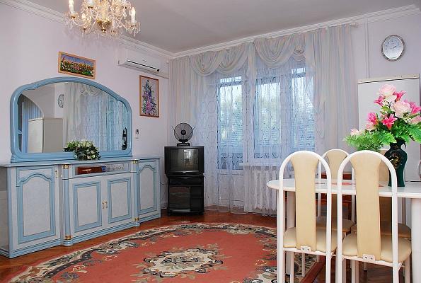 2-комнатная квартира посуточно в Киеве. Соломенский район, пр-т Воздухофлотский, 10. Фото 1