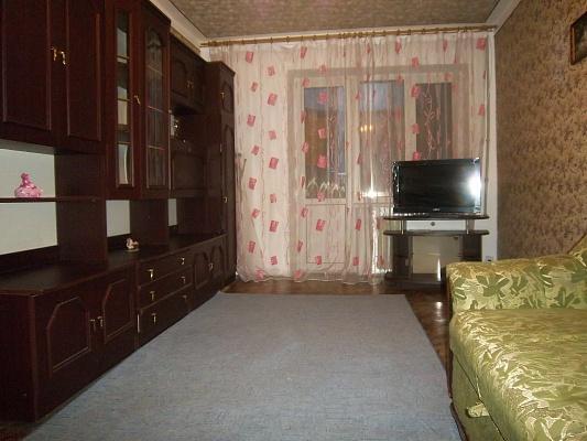 2-комнатная квартира посуточно в Донецке. Ворошиловский район, пл. Конституции, 4. Фото 1