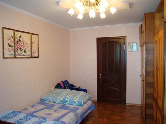 2-комнатная квартира посуточно в Ильичёвске. Пригород район, ул. Александрийская, 12. Фото 1