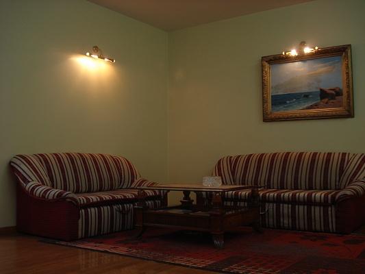 1-комнатная квартира посуточно в Одессе. Приморский район, ул. Новосельского, 73. Фото 1