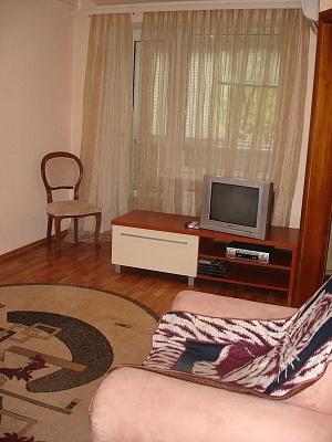 2-комнатная квартира посуточно в Днепропетровске. Кировский район, пр. Кирова, 106. Фото 1