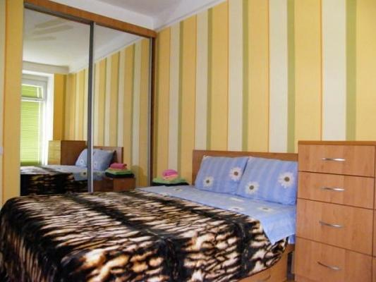 2-комнатная квартира посуточно в Черновцах. Шевченковский район, пл. Центральная, 8. Фото 1