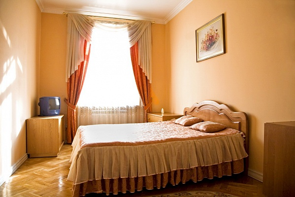 2-комнатная квартира посуточно в Львове. Галицкий район, пр-т Чорновола, 1. Фото 1