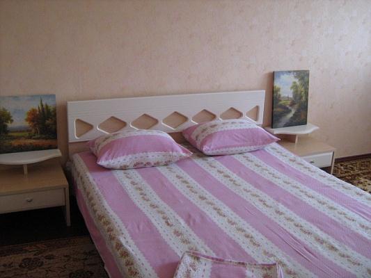 1-комнатная квартира посуточно в Черкассах. ул. Гагарина, 33. Фото 1
