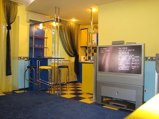 3-комнатная квартира посуточно в Донецке. Ворошиловский район, пр-т Ильича, 15. Фото 1