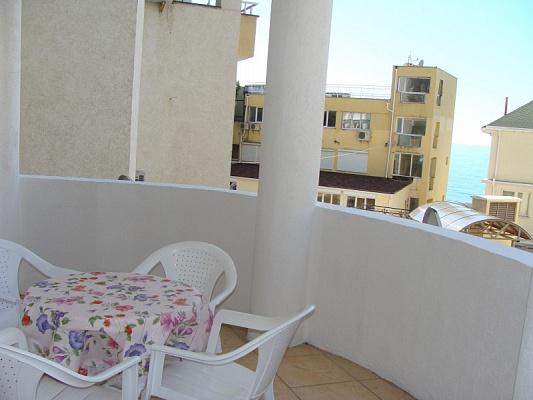 3-комнатная квартира посуточно в Алупке. пгт. Никита дом бокс 3, 57. Фото 1