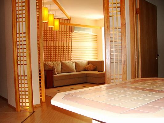 3-комнатная квартира посуточно в Алупке. пгт. Никита дом, 57. Фото 1