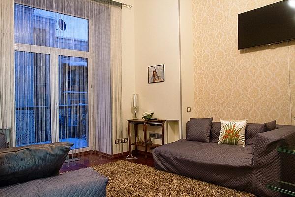 2-комнатная квартира посуточно в Киеве. Шевченковский район, ул. Костельная, 9. Фото 1