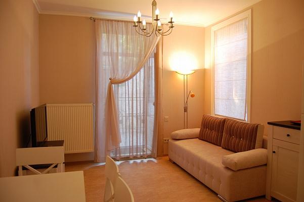 2-комнатная квартира посуточно в Одессе. Приморский район, ул. Маразлиевская, 26. Фото 1