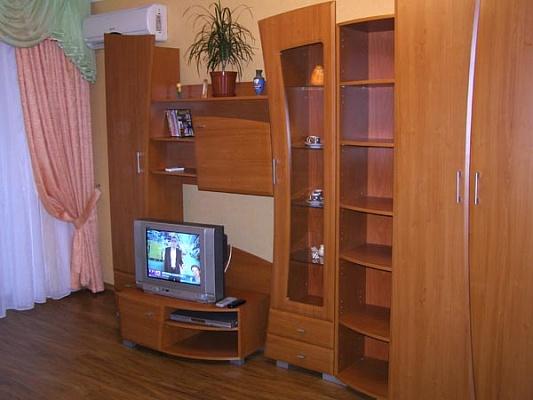1-комнатная квартира посуточно в Днепропетровске. Кировский район, пр. Кирова, 92. Фото 1
