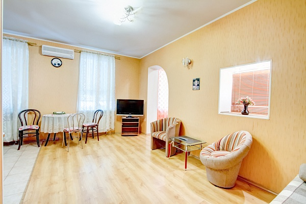 1-комнатная квартира посуточно в Одессе. Приморский район, пр-т Александровский, 5. Фото 1