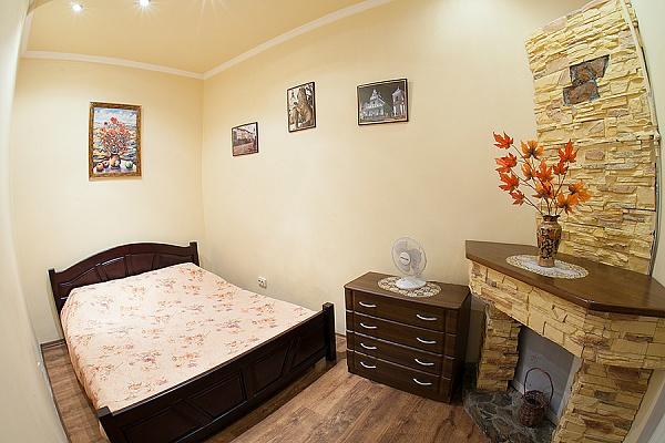 2-комнатная квартира посуточно в Львове. Галицкий район, пл. Рынок, 13. Фото 1