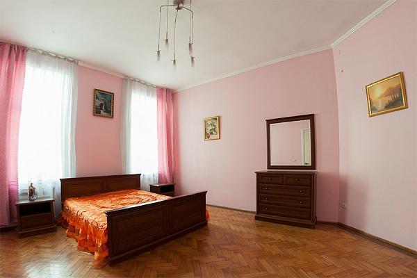 2-комнатная квартира посуточно в Львове. Галицкий район, ул. Братьев Рогатинцев, 30. Фото 1