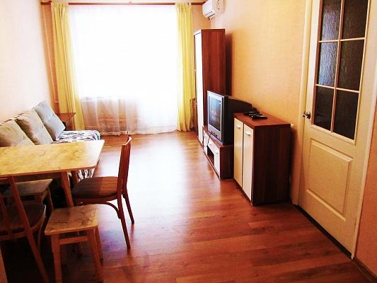 2-комнатная квартира посуточно в Днепропетровске. Октябрьский район, ул. Баумана, 9. Фото 1