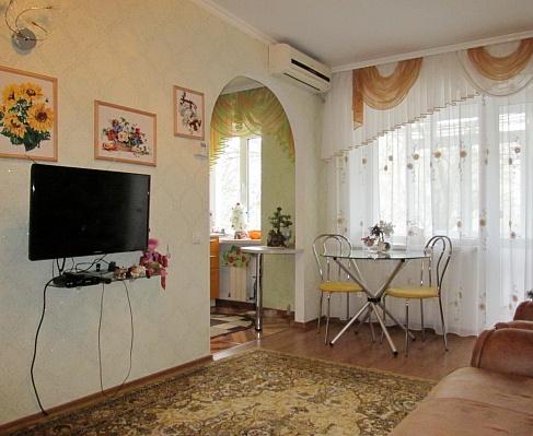 2-комнатная квартира посуточно в Бердянске. ул. Пушкина, 14 /6. Фото 1