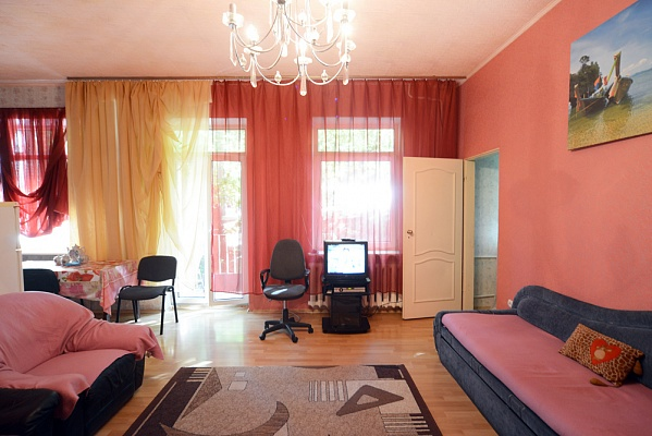 3-комнатная квартира посуточно в Киеве. Подольский район, ул. Боричев спуск, 5. Фото 1