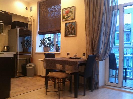 2-комнатная квартира посуточно в Киеве. Печерский район, саксаганского, 13/42. Фото 1
