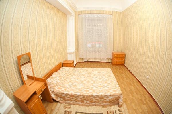 2-комнатная квартира посуточно в Одессе. Приморский район, ул. Троицкая, 35. Фото 1