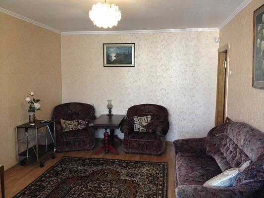2-комнатная квартира посуточно в Севастополе. Ленинский район, ул. Кулакова, 38. Фото 1