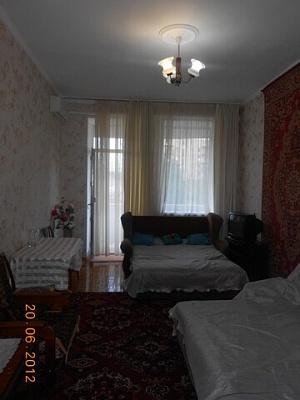 2-комнатная квартира посуточно в Одессе. Суворовский район, пр. Шевченко, 21. Фото 1