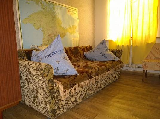 2-комнатная квартира посуточно в Ялте. ул. Куйбышева, 19. Фото 1
