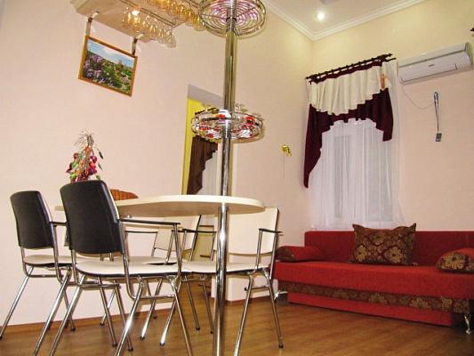 2-комнатная квартира посуточно в Феодосии. ул. Федько, 4. Фото 1