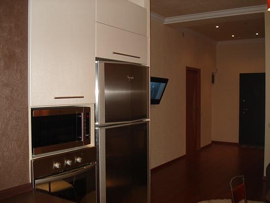 2-комнатная квартира посуточно в Донецке. Калининский район, пр-т Ильича, 19з. Фото 1