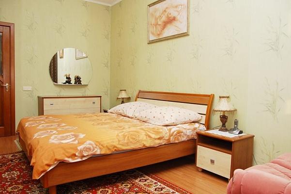 2-комнатная квартира посуточно в Киеве. Шевченковский район, ул. Шота Руставели, 44. Фото 1