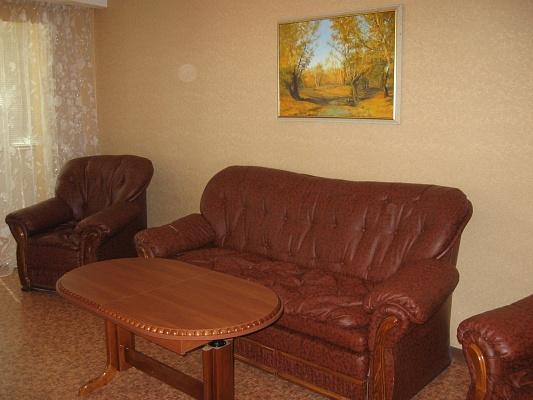 2-комнатная квартира посуточно в Луганске. Октябрьский  район, кв. Дружба, 12а. Фото 1