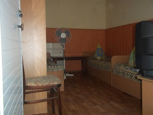Комната  посуточно в Бердянске. Дюмина, 5. Фото 1
