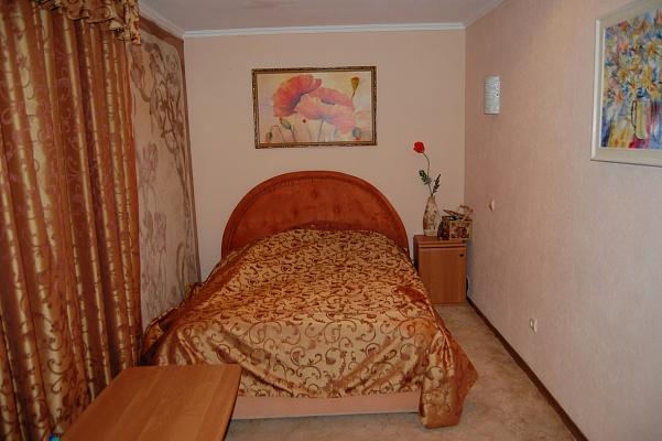2-комнатная квартира посуточно в Киеве. Голосеевский район, ул. Горького, 155. Фото 1
