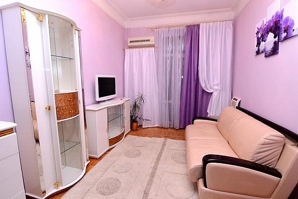 2-комнатная квартира посуточно в Одессе. Приморский район, ул. Троицкая, 28. Фото 1