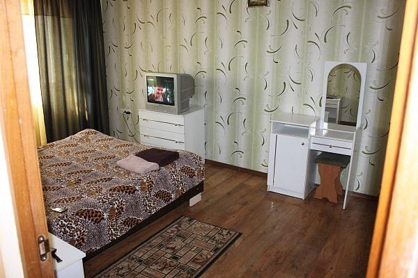 1-комнатная квартира посуточно в Симферополе. Центральный район, ул. Севастопольская, 32/18. Фото 1