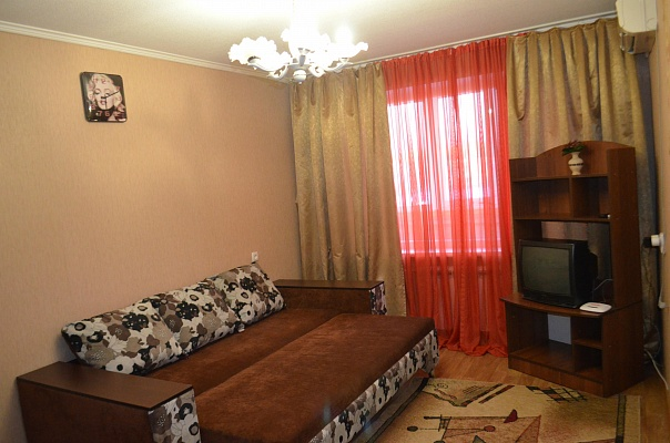 1-комнатная квартира посуточно в Павлограде. ул. Озерная, 92. Фото 1
