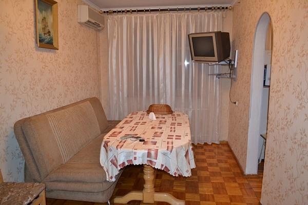 1-комнатная квартира посуточно в Мариуполе. пр-т. Строителей, 110. Фото 1